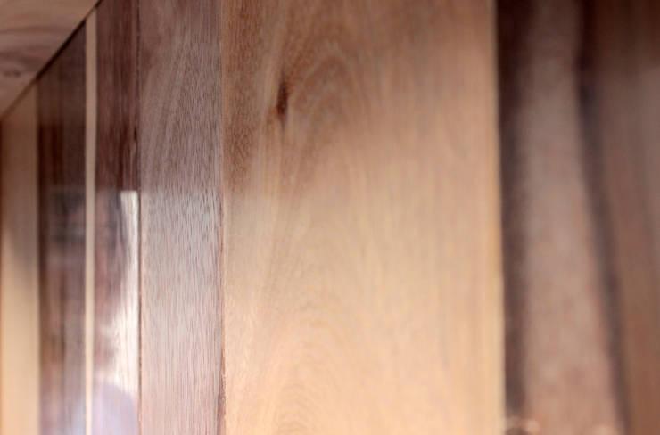 Detalle de maderas: Cocina de estilo  por Aitorismo&cía