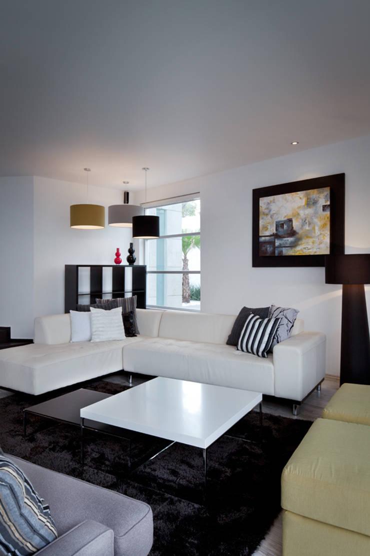Casa Laureles - Micheas Arquitectos: Salas de estilo  por MICHEAS ARQUITECTOS