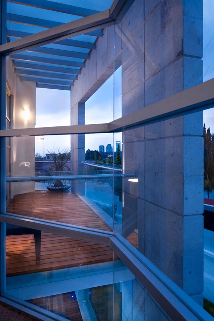 Casa Laureles - Micheas Arquitectos: Terrazas de estilo  por Micheas Arquitectos