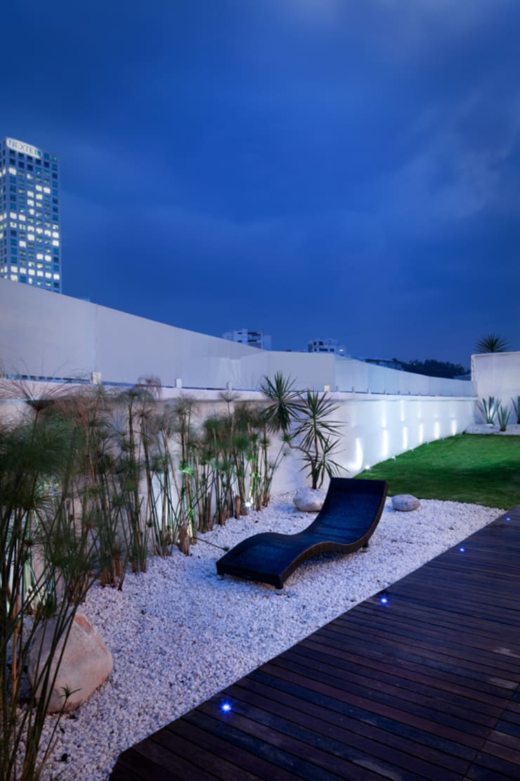 Casa Laureles - Micheas Arquitectos: Balcones y terrazas de estilo  por MICHEAS ARQUITECTOS