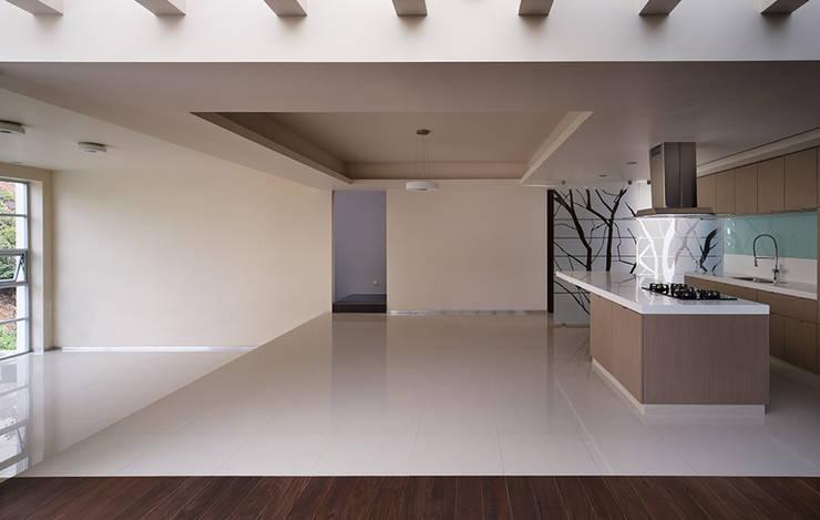 TM HOUSE : Comedores de estilo  por Micheas Arquitectos