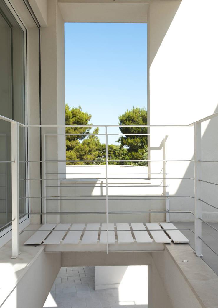 Villa Di Gioia, Casa Passiva Mediterranea: Case in stile  di Pedone Working Group, Mediterraneo