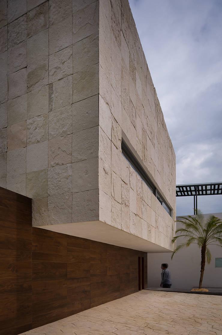 TM HOUSE : Casas de estilo  por Micheas Arquitectos