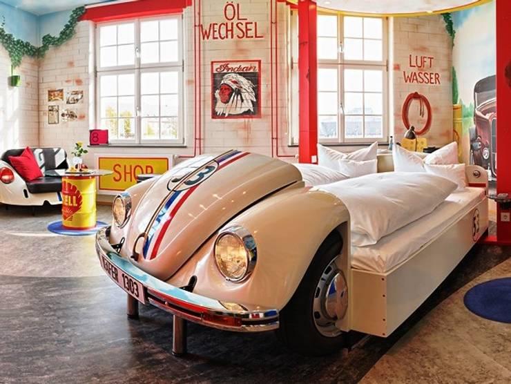 Habitaciones de estilo  por Automöbeldesign