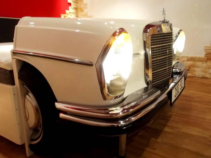 Mercedes W 108 Bett:  Schlafzimmer von Automöbeldesign