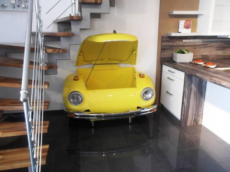 VW Käfer Bar: ausgefallene Wohnzimmer von Automöbeldesign