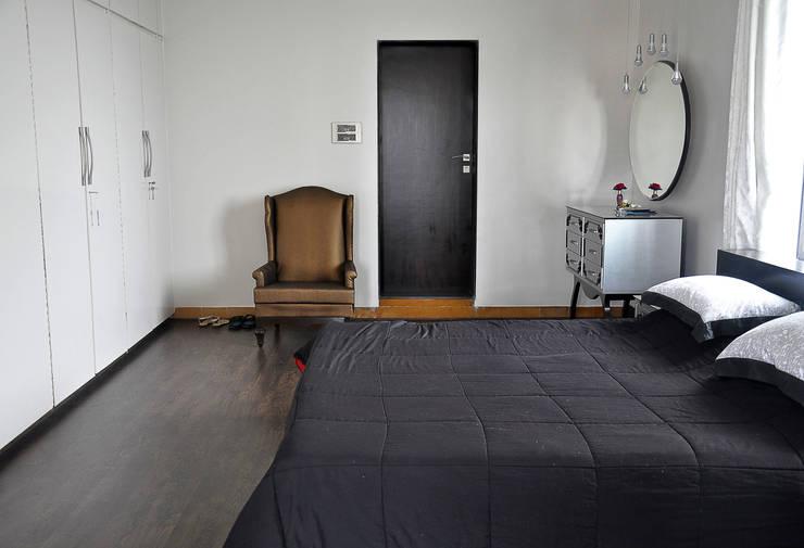 Residence at Altamount Road:   by Dhruva Samal & Associates