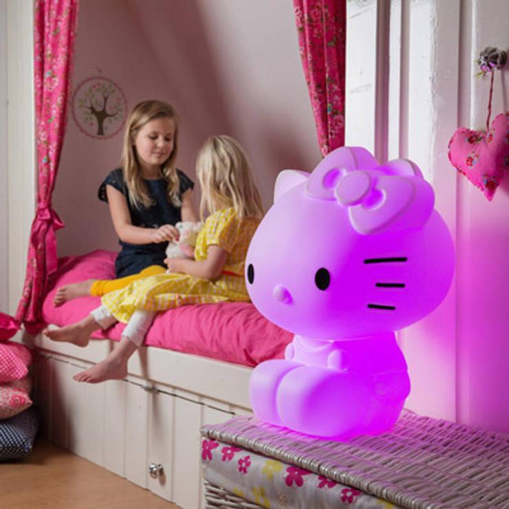 Lampe Hello Kitty: Chambre d'enfants de style  par decoBB