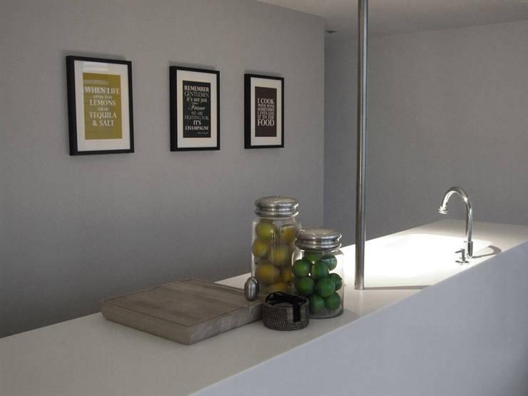 Kitchen:  Living room by elliot James Pte Ltd