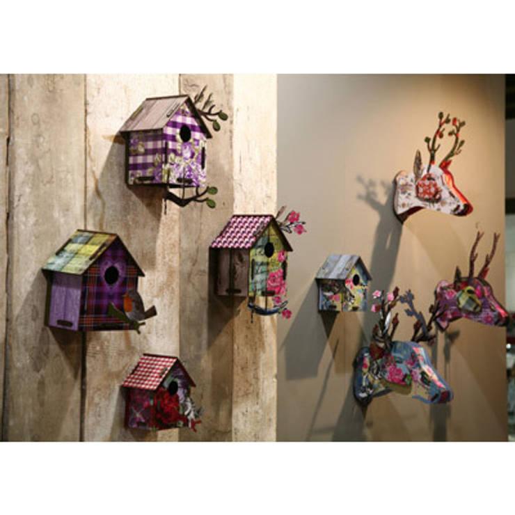Cabanes à oiseaux et Trophées cerfs - Miho: Chambre d'enfants de style  par decoBB