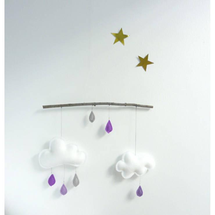 Mobile sur branche Purple - The Butter Flying : Chambre d'enfants de style  par decoBB