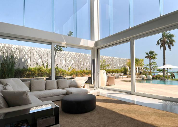 moderne Wohnzimmer von Lo Studio Mammini Candido