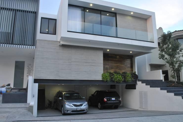 CASA VILLA PALMAS: Casas de estilo  por DA:HAUS