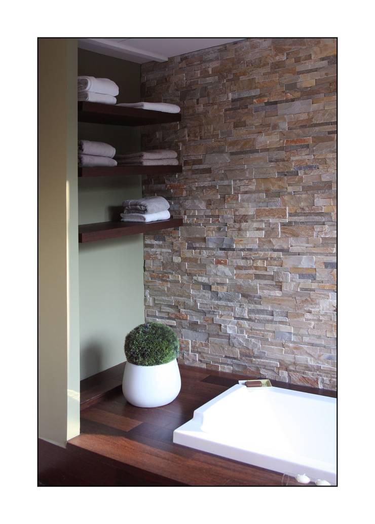 baignoire: Salle de bains de style  par Before After Home