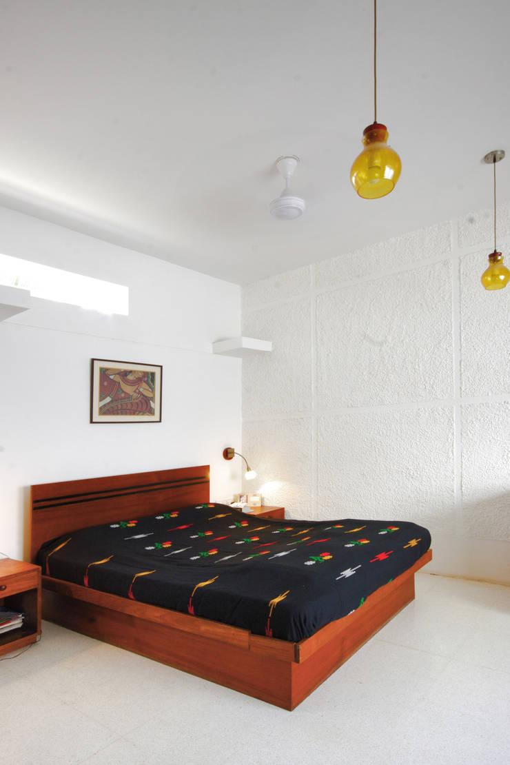 master bedroom:   by Gaurav Roy Choudhury Architects