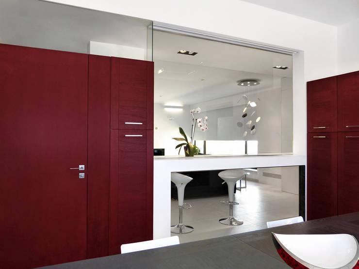 La cucina: Ingresso & Corridoio in stile  di Studio 4e, Moderno