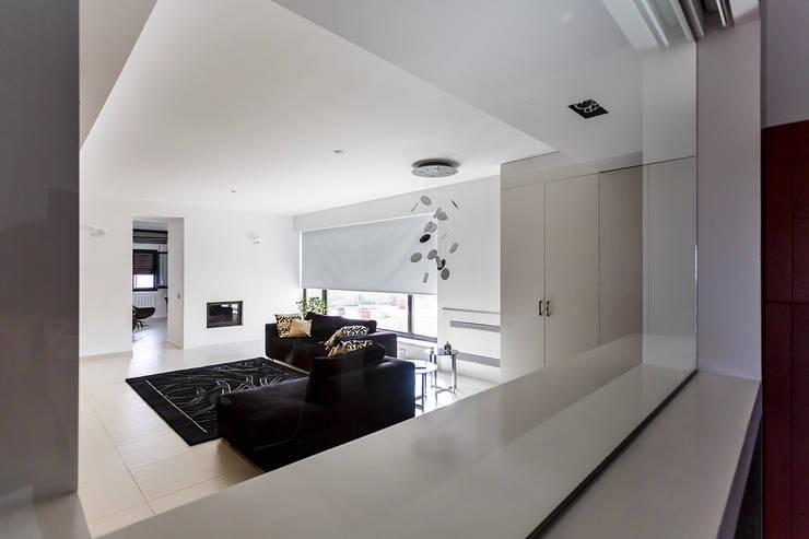 Vista del soggiorno: Soggiorno in stile  di Studio 4e, Minimalista