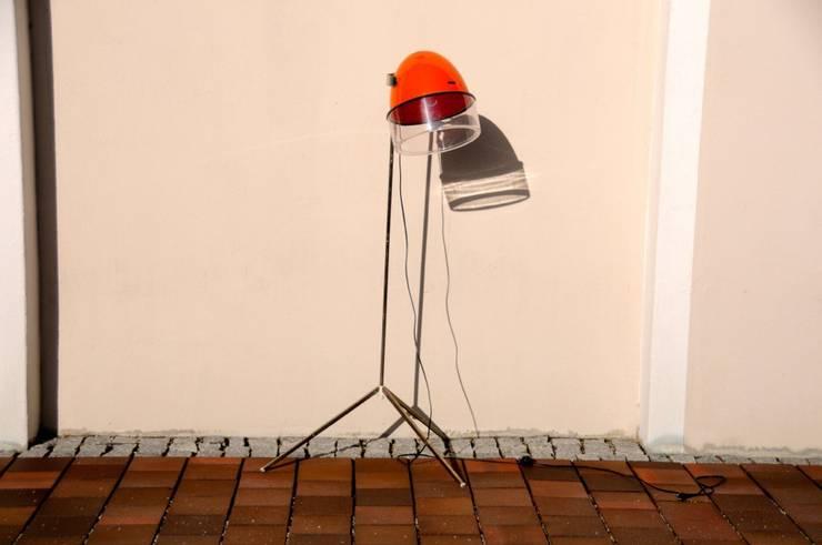 Upcycling Lampe orangerot:  Geschäftsräume & Stores von Onkel Edison,