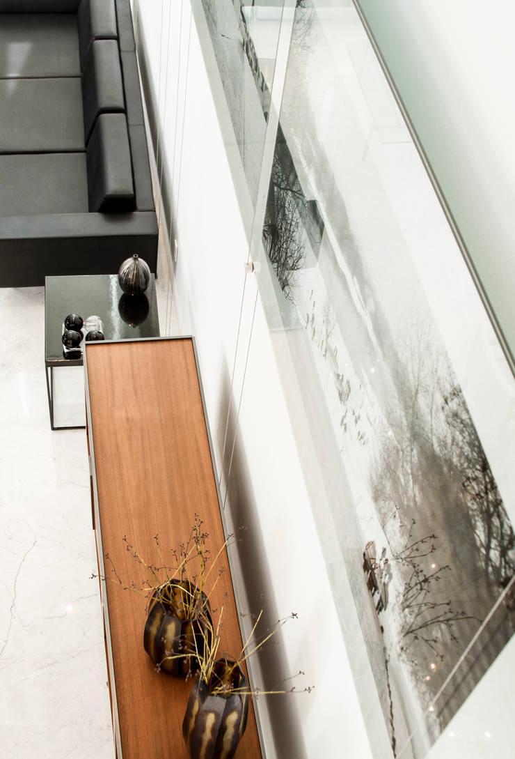 Detalle de interiorismo en la estancia: Casas de estilo  por TaAG Arquitectura