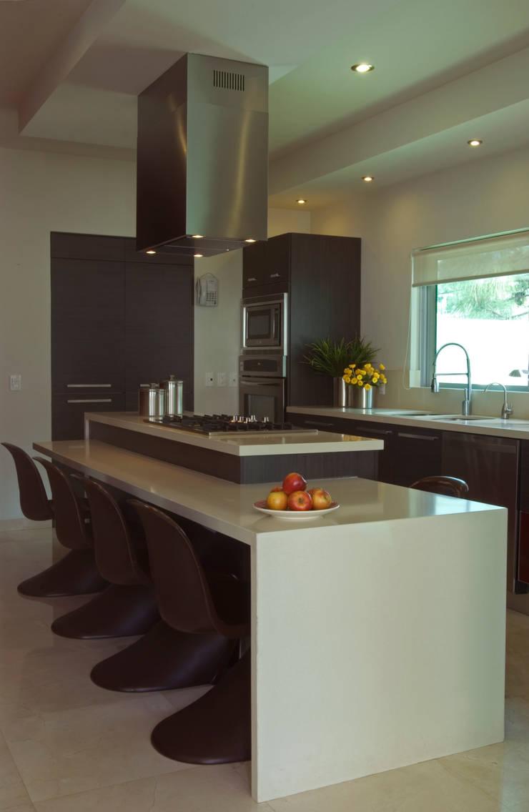 Vista de la cocina: Cocinas de estilo  por TaAG Arquitectura