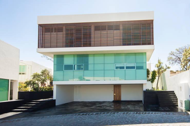 Fachada Principal.: Casas de estilo  por TaAG Arquitectura