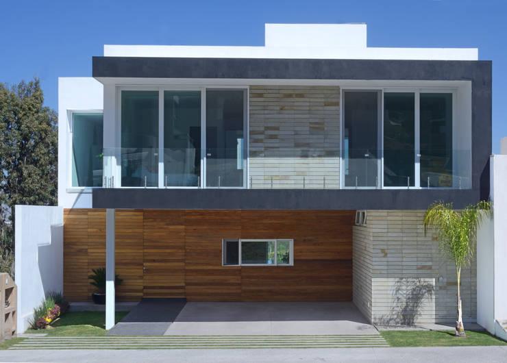 Fachada Principal, Estudio fotográfico preliminar. Casas modernas de TaAG Arquitectura Moderno