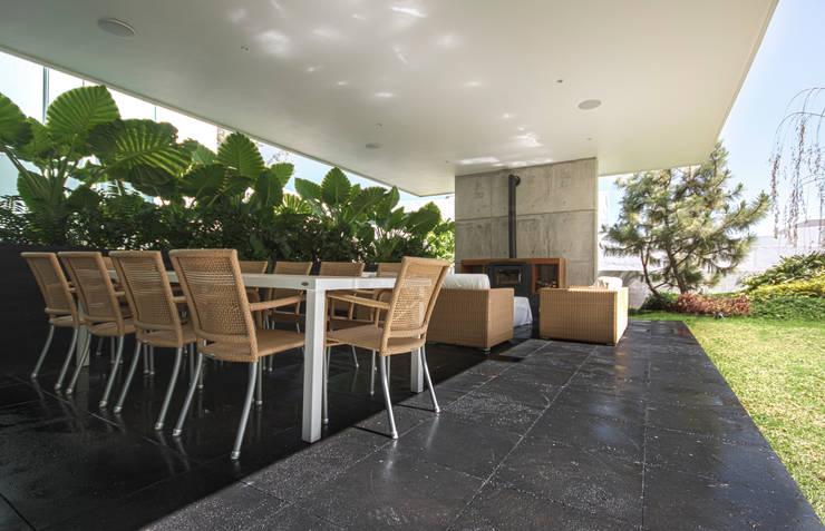 Vista de la terraza: Casas de estilo  por TaAG Arquitectura