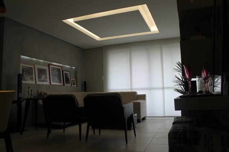 Sala de Estar e Jantar: Salas de estar  por Lorena Loureiro  Arquitetura e Interiores