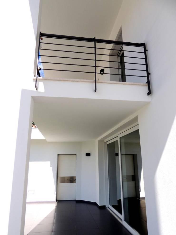 Abitazione a Barisardo: Case in stile  di Sergio Aruanno Studio di architettura,