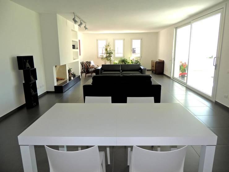 Soggiorno: Case in stile  di Sergio Aruanno Studio di architettura,