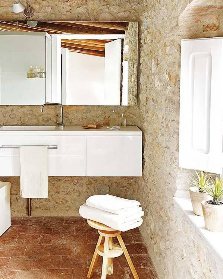 Albons - Cases Singulars de l'Empordà: Baños de estilo  de TONO BAGNO | Pasión por tu baño