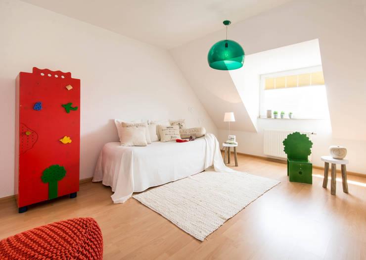 Kinderzimmer: modern  von Luna Homestaging,Modern