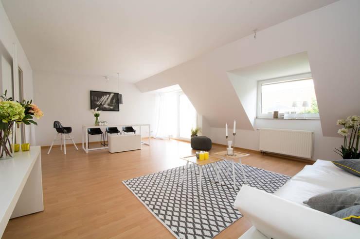 Wohnzimmer/Esszimmer: modern  von Luna Homestaging,Modern