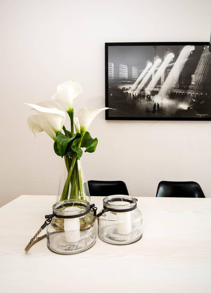Esstisch Deco: modern  von Luna Homestaging,Modern