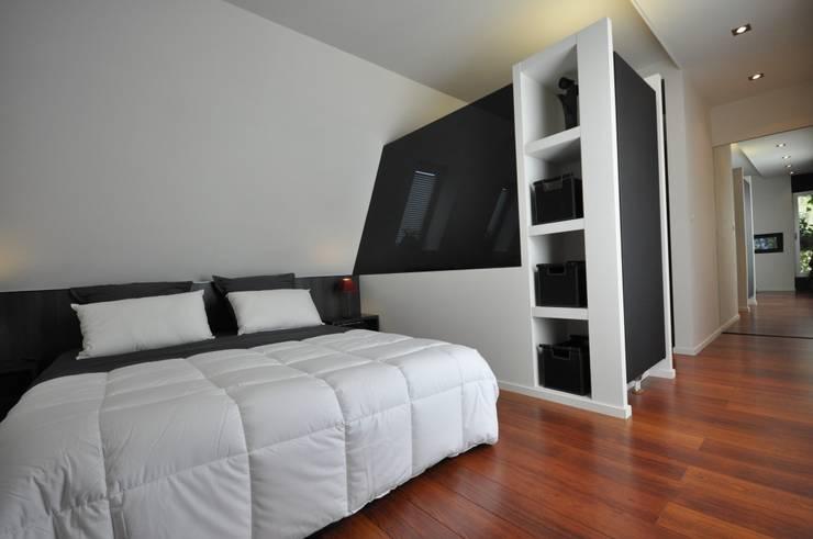 HABITATION BELGIQUE: Maisons de style  par Cabinet A-trait