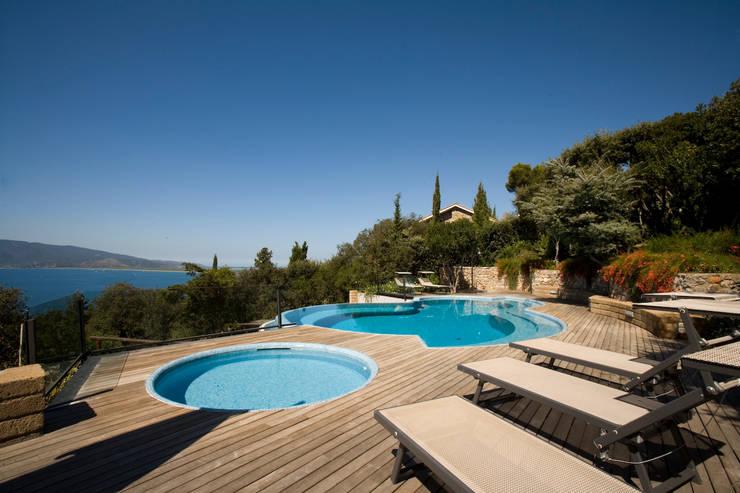 Villa ad Ansedonia I: Case in stile  di Studio Transit