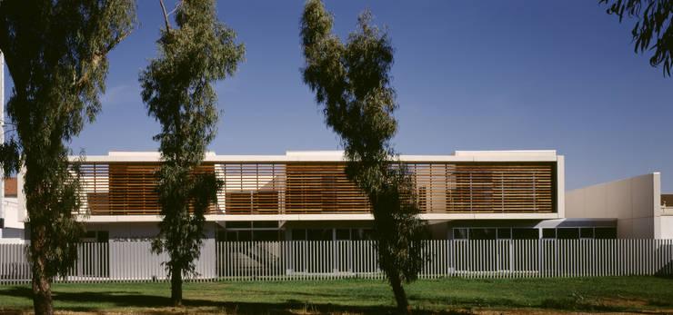 Palacio de Justicia: Edificios de oficinas de estilo  de TEJEDOR LINARES Y ASOCIADOS