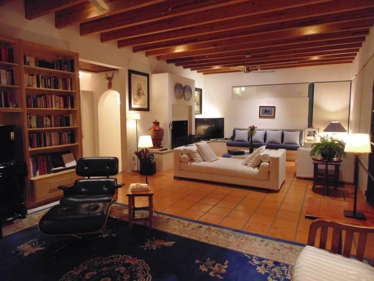 Salas de estilo rural por Taller Luis Esquinca