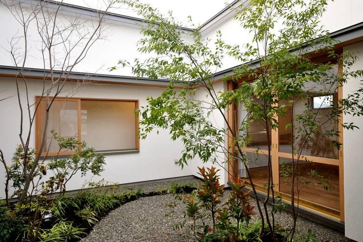 中庭 北欧風 庭 の ツジデザイン一級建築士事務所 北欧