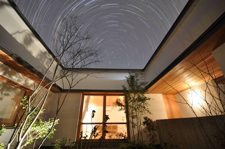 夜景 北欧風 家 の ツジデザイン一級建築士事務所 北欧