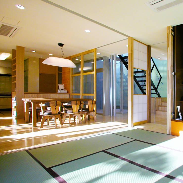 花壇の家: ユミラ建築設計室が手掛けたリビングです。