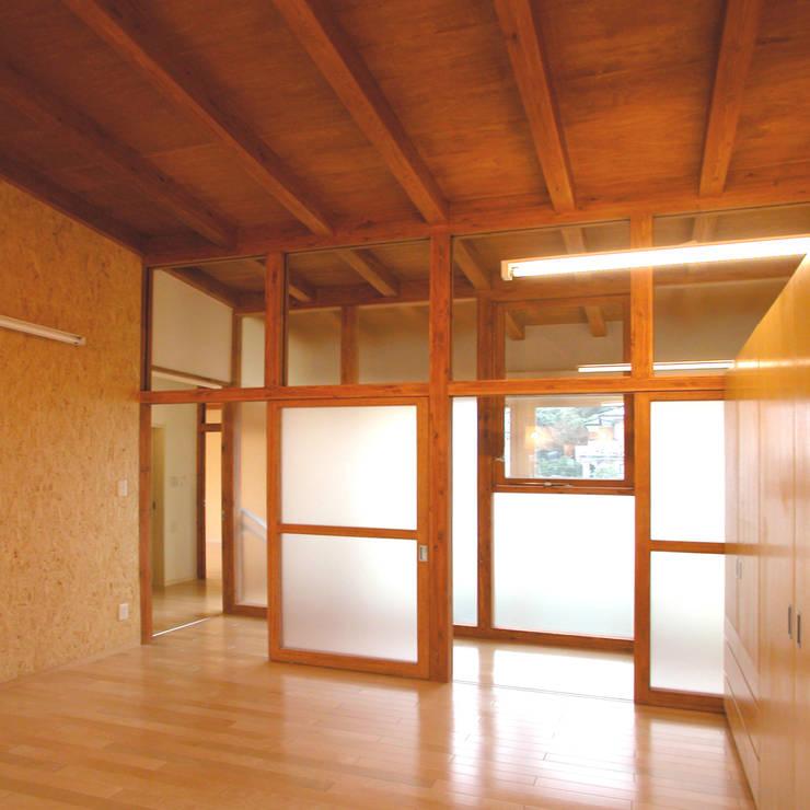 Projekty,  Sypialnia zaprojektowane przez ユミラ建築設計室