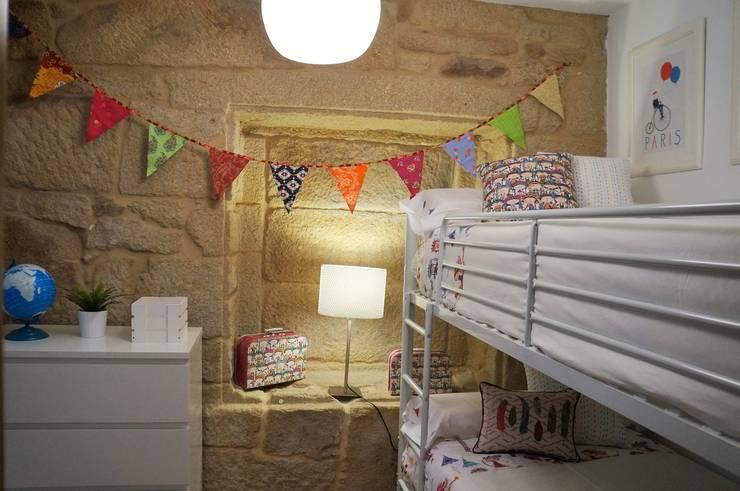 Dormitorio infantil: Dormitorios de estilo  de Decoria Estudio