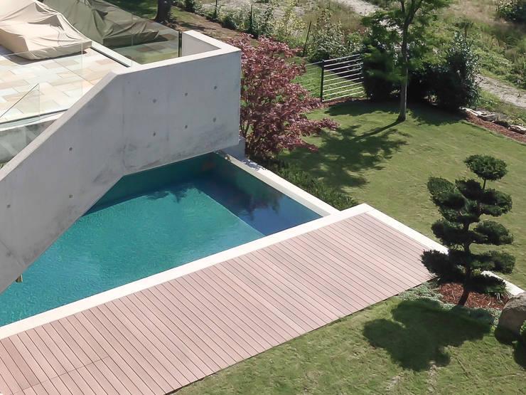 Außenpool Moderne Häuser von herzog,kassel+partner Modern