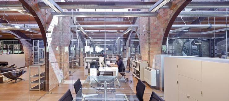 Intercon Design Offices: Edificios de oficinas de estilo  de INTERCON