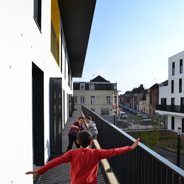 18_CIRCULATIONS DE PLEIN AIR:  de style  par sophie delhay architectes