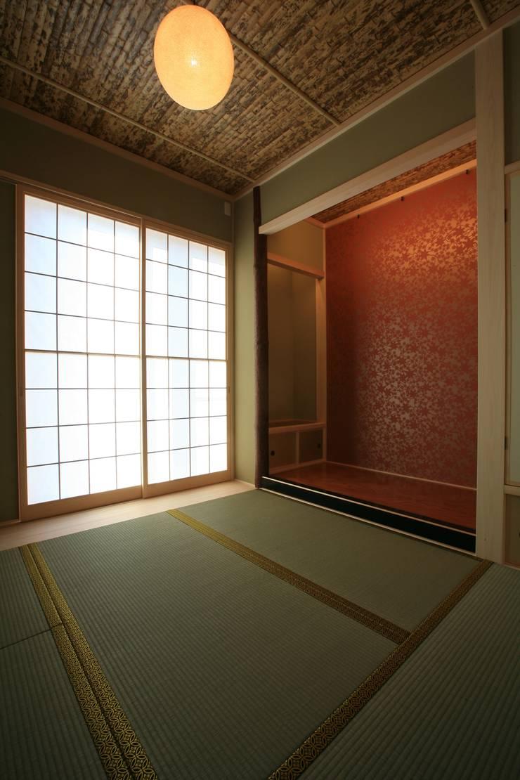 江田島-三高の家: CAF垂井俊郎建築設計事務所が手掛けた寝室です。
