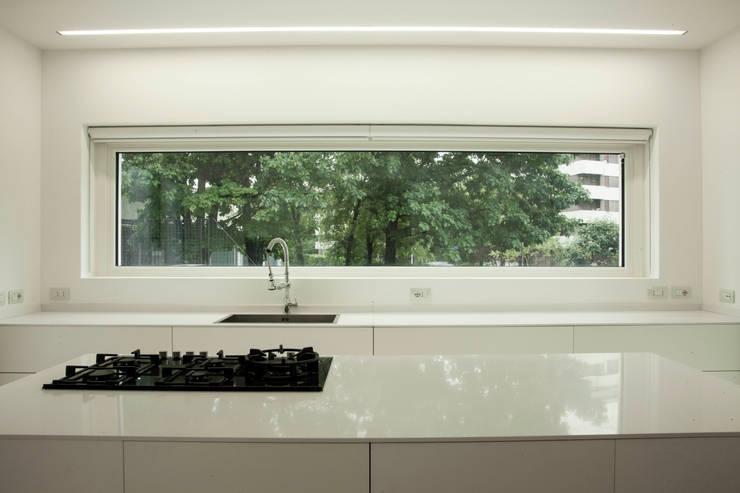 CUCINA: Cucina in stile  di Marg Studio, Minimalista