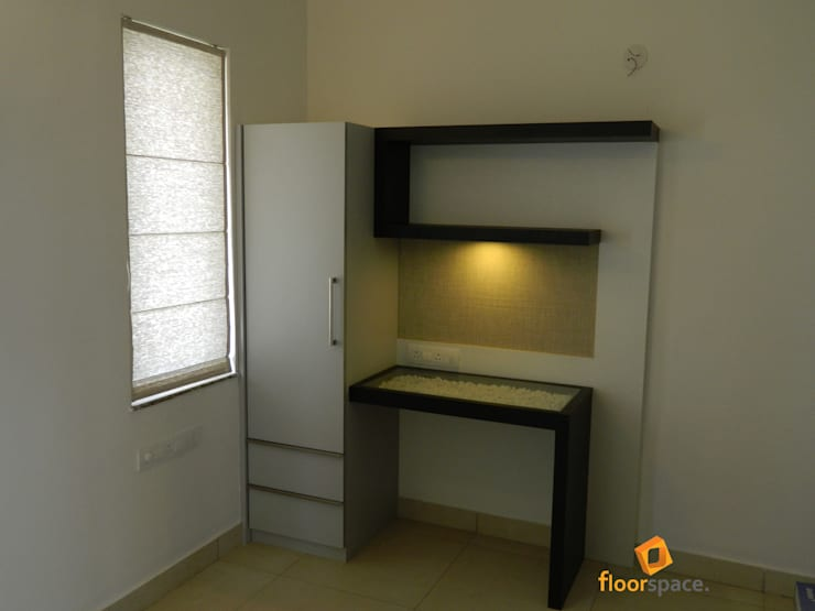 Project Tranquility - Home Office:  Study/office by Floorspace