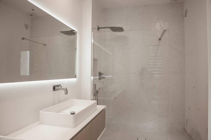 bagno: Bagno in stile  di Marg Studio, Minimalista
